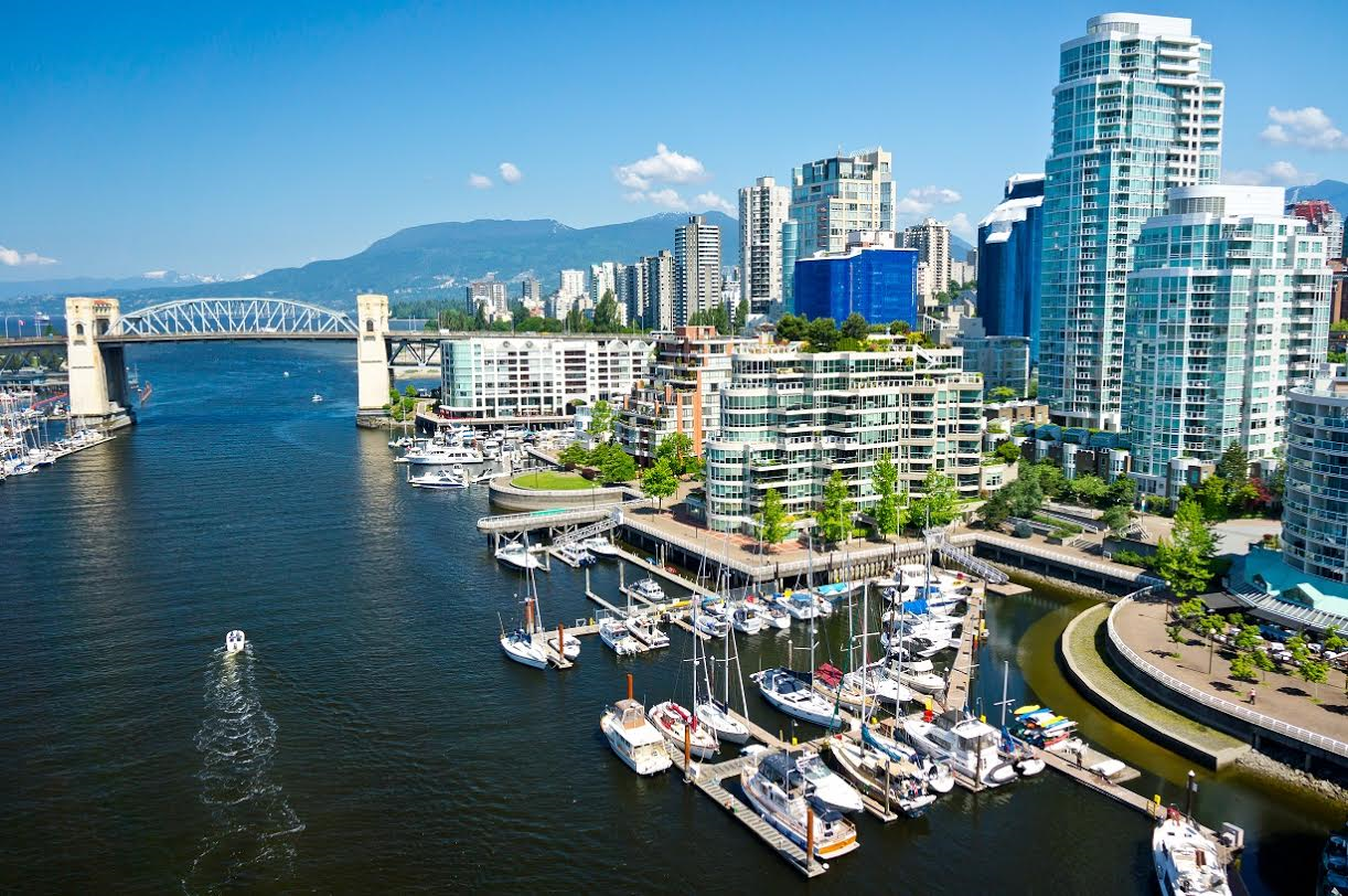 Vibrant Welcoming Cities And An Awe Inspiring Scenery All Make Canada One Of The Most Por Tourist Destinations As North America S Largest Country